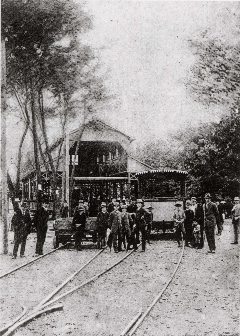 Elektrická tramvaj na Všeobecné jubilejní zemské výstavě v roce 1891 v Praze
