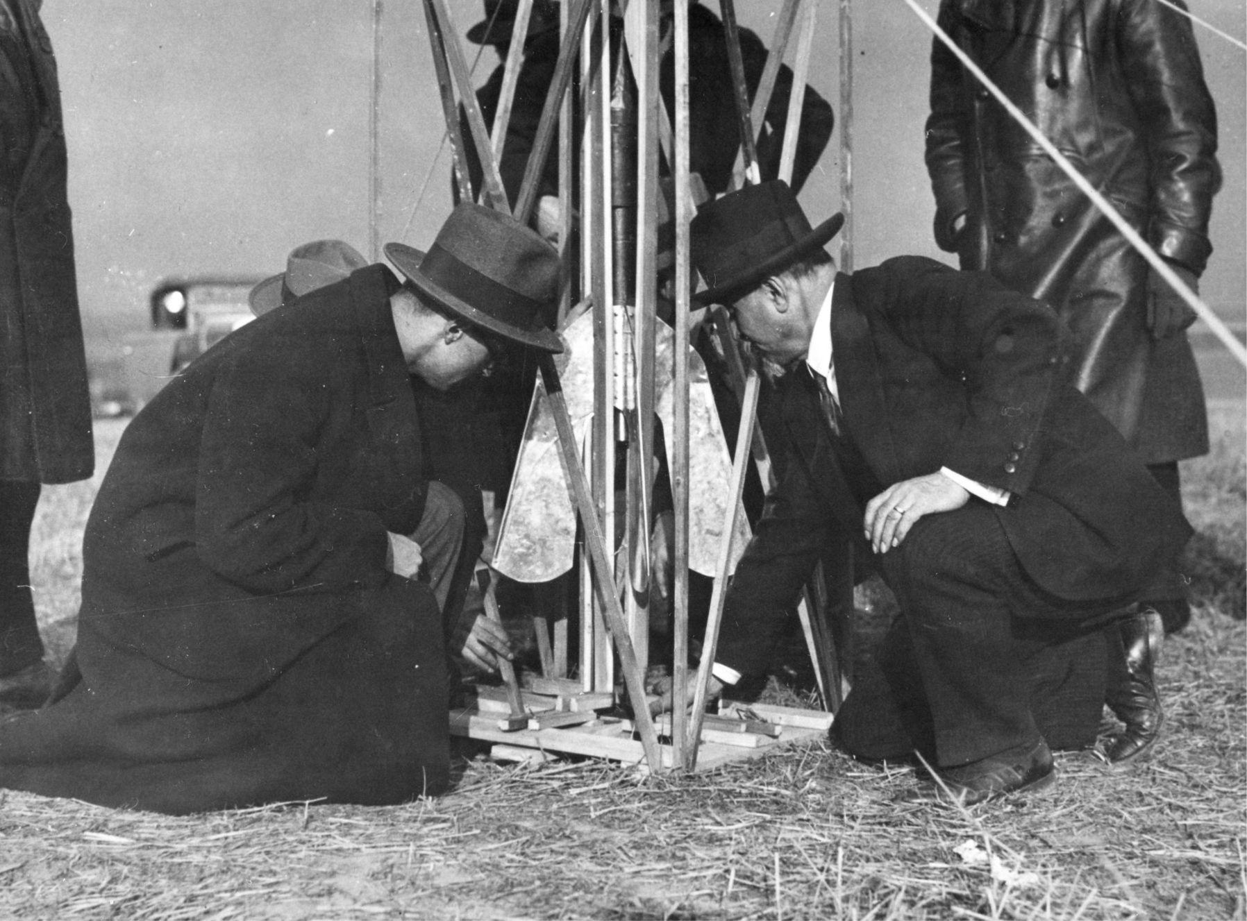 Pokusy Ludvíka Očenáška s raketami v březnu 1930. Vypustil osm raket, které byly dlouhé přibližně půl metru. Jedna z nich vzlétla do výšky 1,5 km.